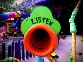 een buis om te beluisteren met daarboven het woord 'listen'