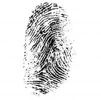 Een vingerafdruk in zwarte inkt.