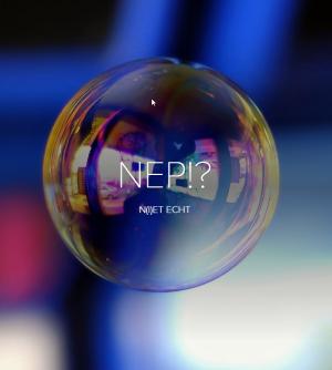 een zeepbel waaraop het woord nep reflecteert