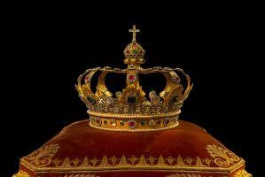 kroon op een kussen