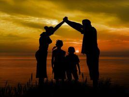 Familiefoto bij zonsondergang
