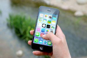 afbeelding van een smartphone in de hand