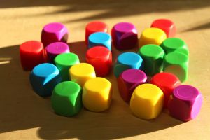 Gekleurde lege dobbelstenen