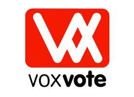 Logo VoxVote - zwarte tekst voxvote - witte letters VV op rode achtergrond