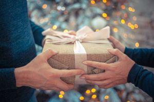 cadeau geven aan iemand