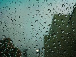 raam met regen