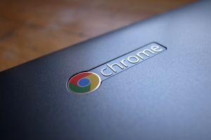 Het logo op een Chromebook.