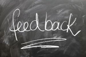 krijtbord met feedback op geschreven