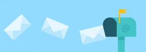 brievenbus waar enveloppes uit vliegen