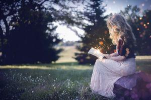 Een dame die leest.