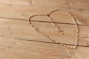 paternoster in de vorm van een hart gelegd