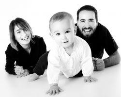 een gezin met een kind