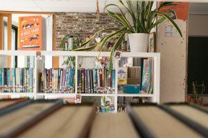 boekenkast in een klaslokaal
