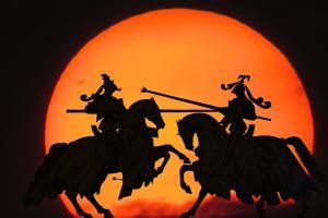 Twee ridders op hun paard