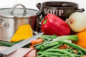 soepketel en groenten
