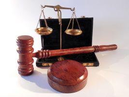weegschaal en hamer van een rechter