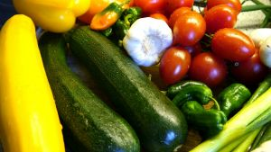 Courgettes, tomaten, look, paprika