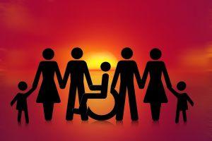 silhouetten van volwassenen en kinderen