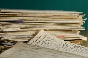 Stapel handgeschreven documenten