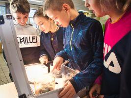 leerlingen met energiekoffer