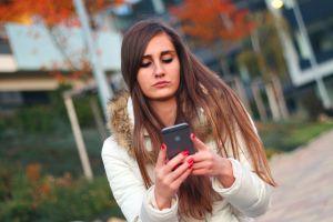 Meisje met smartphone