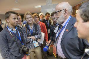 Nobelprijswinnaar Fysica 2013 François Englert met Belgische studenten