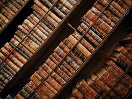 oude boeken in een kast