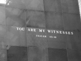 muur met 'You are my witnesses'