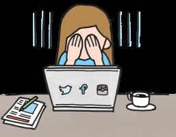 meisje voor een pc met sociale netwerkicoontjes