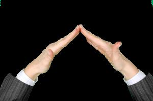 Twee handen die een dak vormen