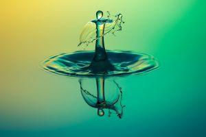 opspattende waterdruppel