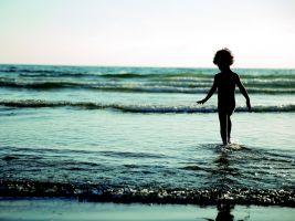 jongetje in het water
