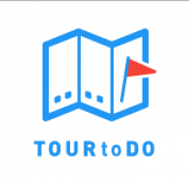 Het logo van TOURtoDO. Een gevouwen blaadje met daarop een rood vlaggetje.