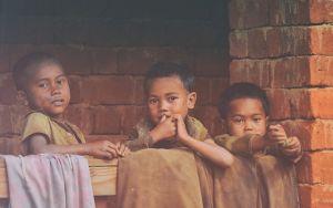 drie kleine kinderen