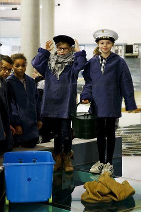 actiefoto workshop, leerlingen als visser verkleed