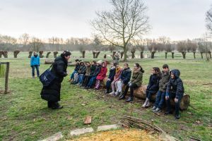 A guide explains a class during the winter walk