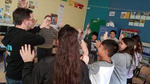 begeleider en leerlingen