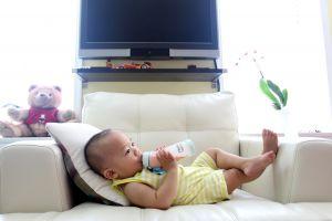 baby in een zetel