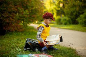 Jongen die leest