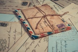 stapel oude brieven