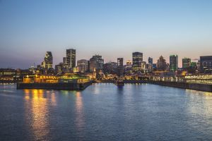 Water met skyline stad op de achtergrond, Montréal