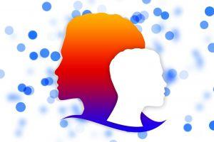 Silhouet van een volwassenen en kindergezicht, overlappend maar wegkijkend van elkaar