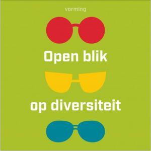 vierkant met groene achtergrond met verschillende gekleurde brillen