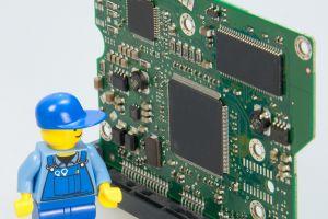 Lego-mannetje naast Arduino