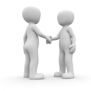 2 figuren die elkaar een hand geven