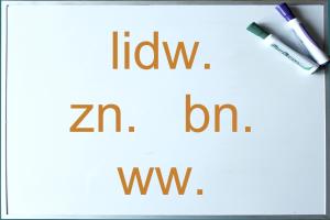 whiteboard met namen van woordsoorten