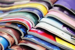 tijdschriften op elkaar gestapeld