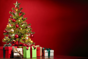 pakjes bij de kerstboom