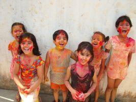 zes lachende kinderen