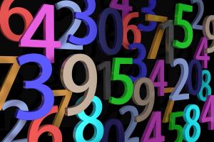 gekleurde cijfers op een zwarte achtergrond
